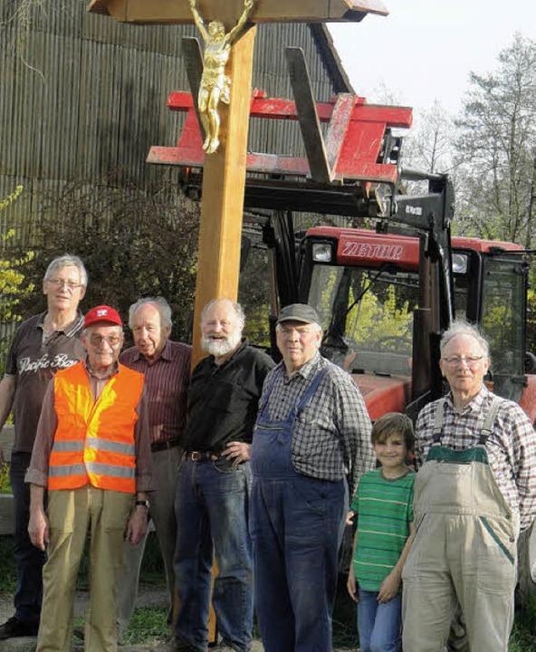Die Wehrer Wegkreuzinitiative setzte i...lung zum Mattenweg ein neues Kreuz.     | Foto: hansjörg bader