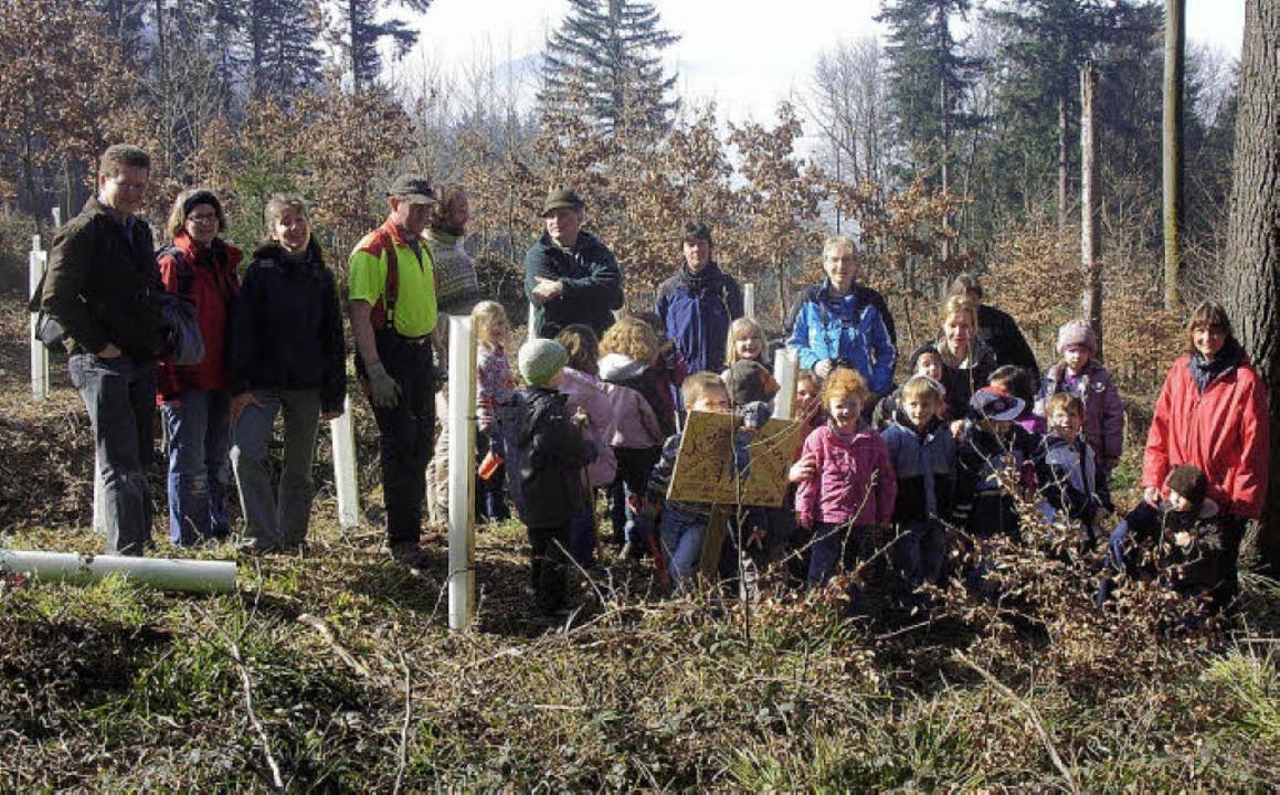 Bürgerschaftliches Engagement schon be...SOS-Kindertagesstätte pflanzen Bäume.     Foto: privat