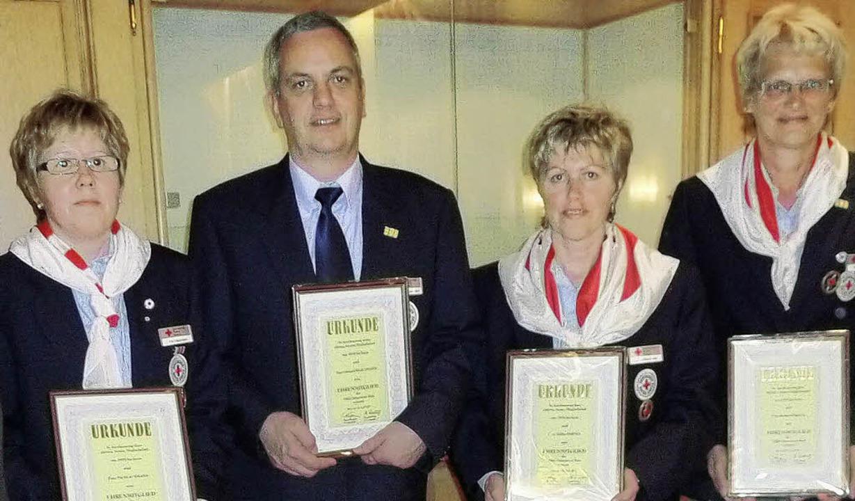 Neue Ehrenmitglieder:  Pia Klausmann, ...rika Martel, Renate Köbele (von links)  | Foto: Privat