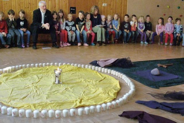 Ostergottesdienst mit Musik und Symbolen