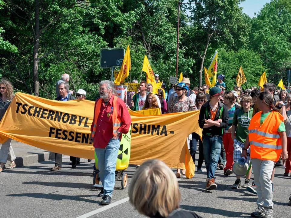 Über 4000 Teilnehmer demonstrierten au...r die Abschaltung des AKW  Fessenheim.    Foto: Kai Kricheldorff