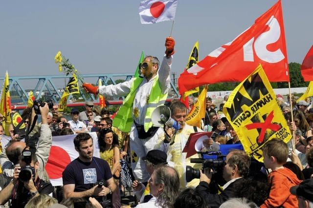 Friedlicher Atomprotest auf den Rheinbrücken