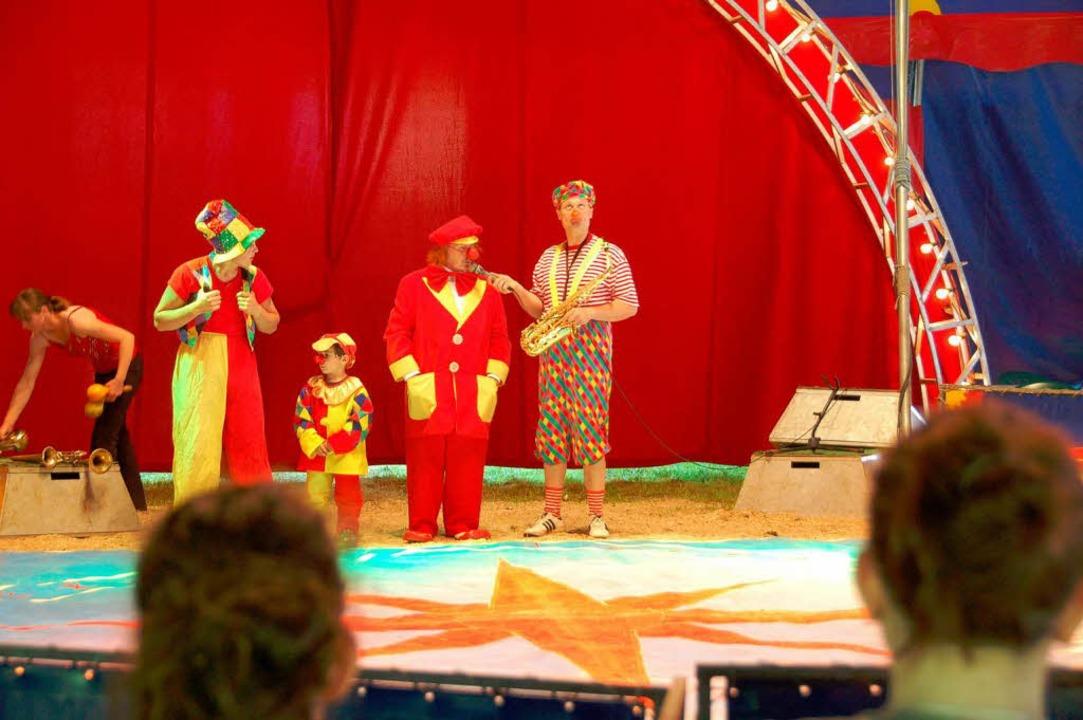 Die Clowns sind ein Muss in jedem Zirk... schnell die Herzen von Groß und Klein  | Foto: Sylvia-Karina Jahn