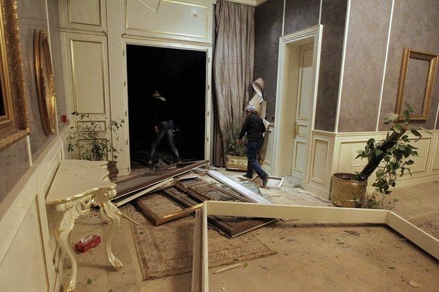Bomben auf eine Residenz Gaddafis