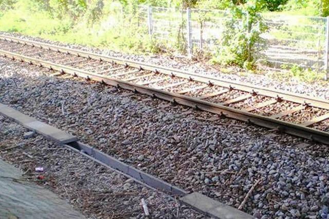 Anschlagsserie? Unbekannte legen Betonplatten auf Gleise