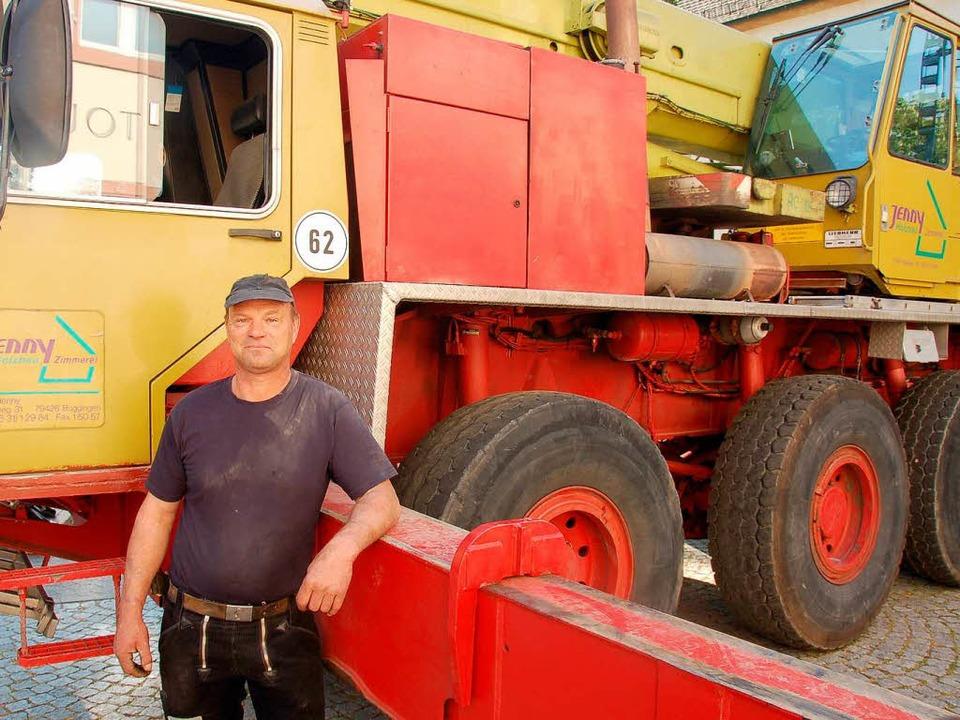 Reiner Jenny aus Buggingen kann 60 Ton...ie Turmkugel hat nur 150 Kilogramm.     | Foto: Babeck-Reinsch (2)