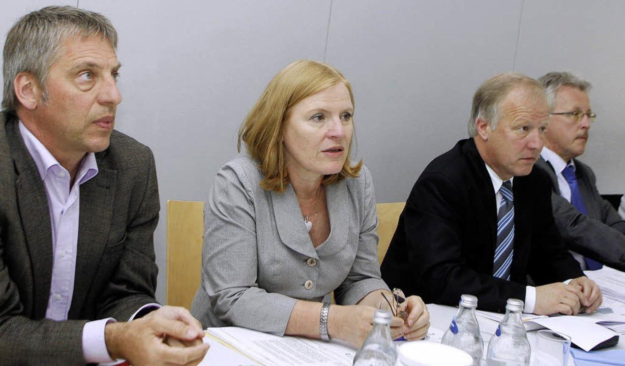Arbeitsmarktpolitische Akteure in der ...ltzen-Schoh, Peter Weiß und Georg Benz  | Foto: HEIDI FÖSSEL