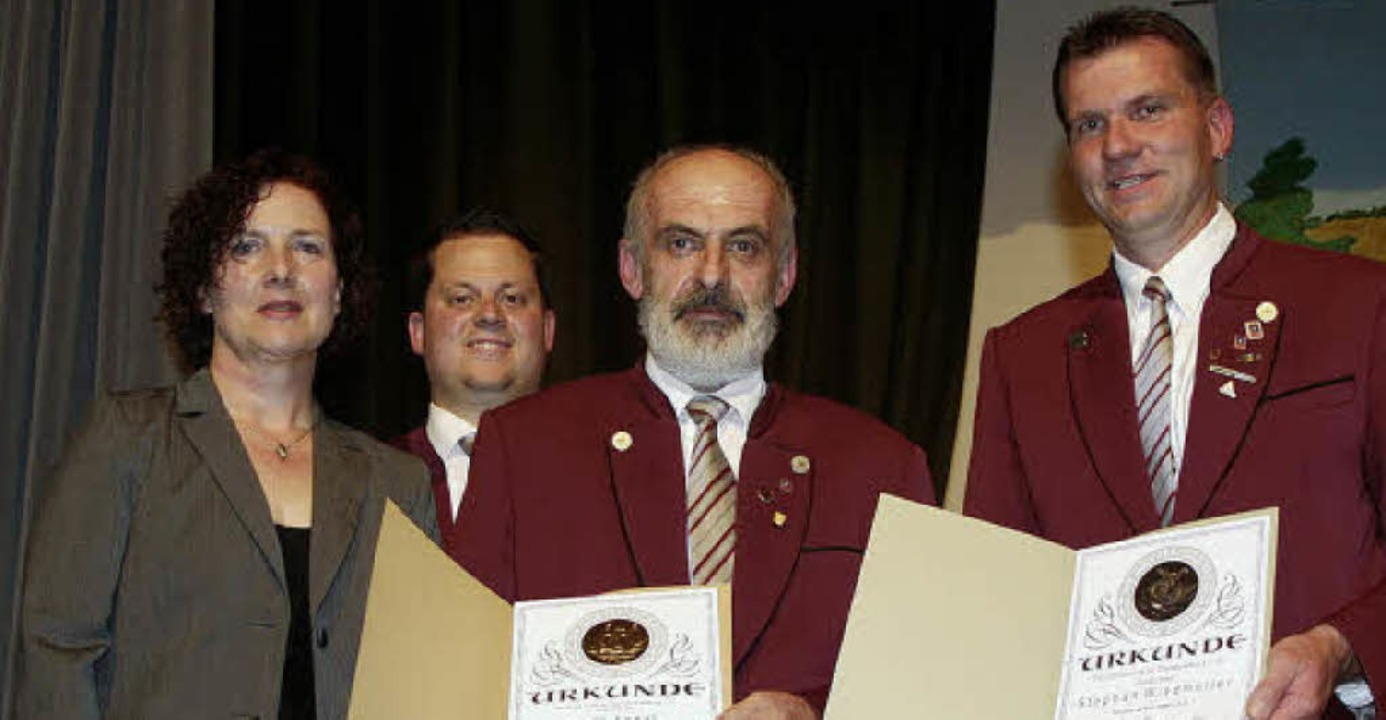 Stephan Windmüller (von rechts) und Ru... der Vereinsvorsitzende Thomas Schmid.  | Foto: Cremer