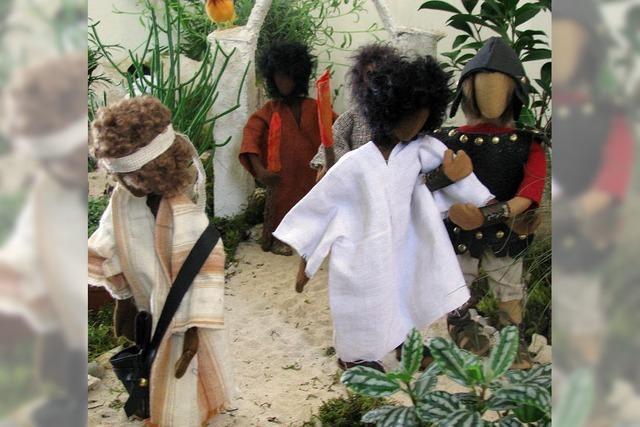 Puppen posieren für Passionsszenen