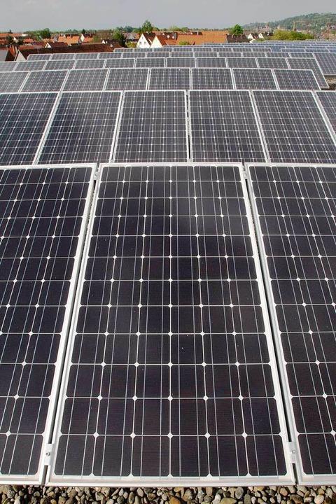 Solaranlage auf dem Dach des Kenzinger Gymnasiums.  | Foto: Patrik Müller