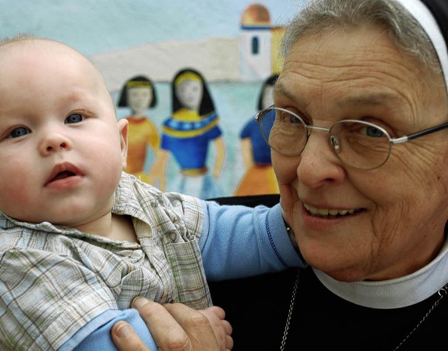 Bietet Schutz und Geborgenheit: Schwester Frumentia     Foto: Gertrude Siefke