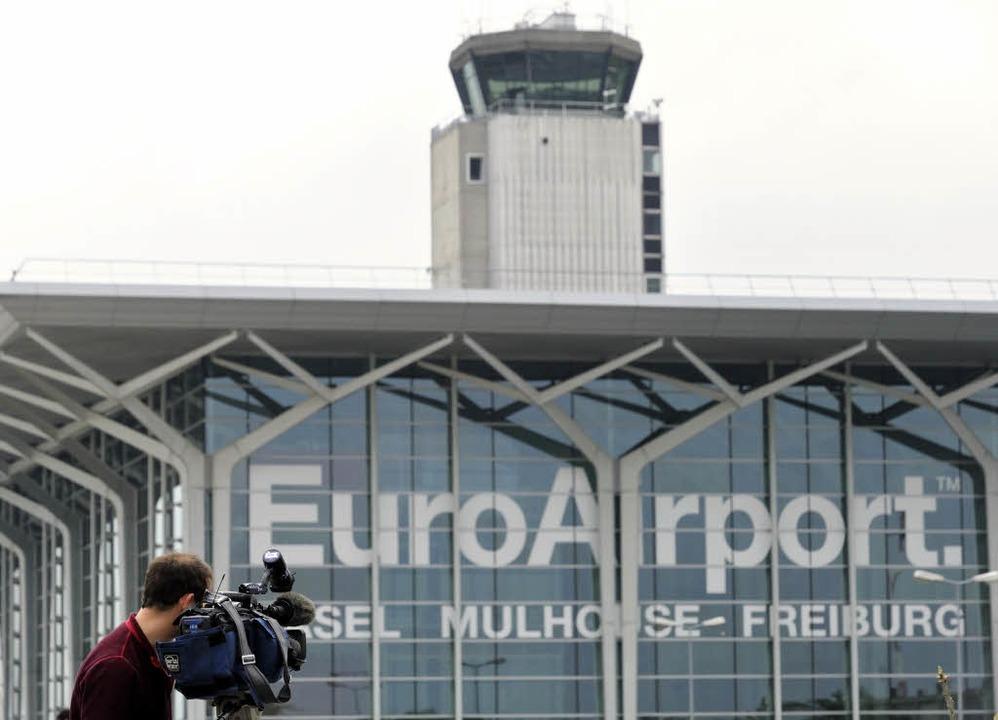 Tatort war die Hochsicherheitszone des Flughafens Basel-Mülhausen-Freiburg.  | Foto: AFP