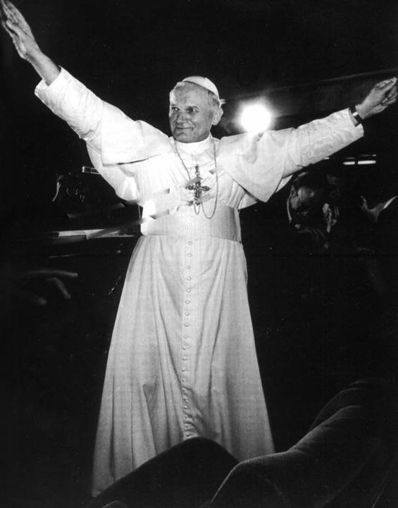 Der Papst aus Polen: oben 1978 am erst...stag,   links 1992 mit Mutter Teresa    | Foto: dpa