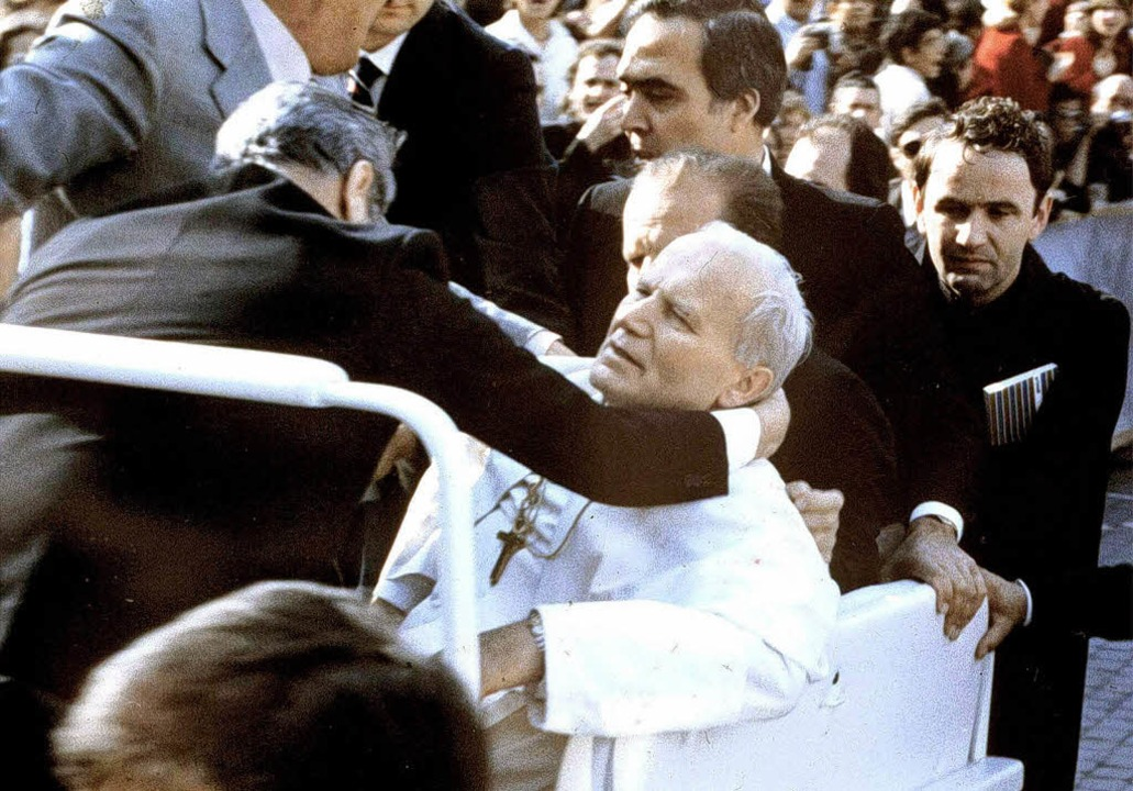 Rom, Petersplatz, 13. Mai 1981: Attentat auf Papst Johannes Paul II.   | Foto: dpa (3)/zöller/bz
