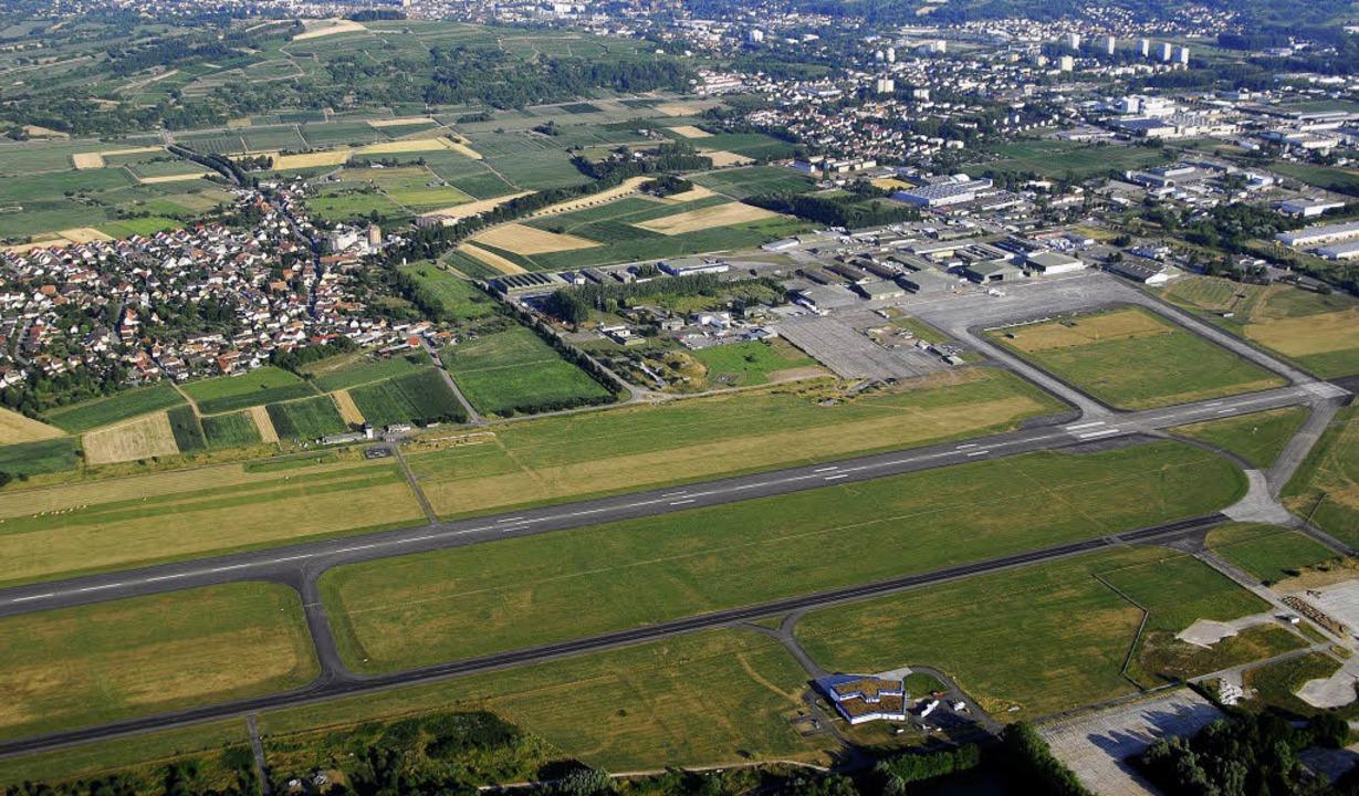 Für die Landebahn und den darunter lie...esellschaft Black Forest Airport Lahr.  | Foto: MICHAEL BAMBERGER