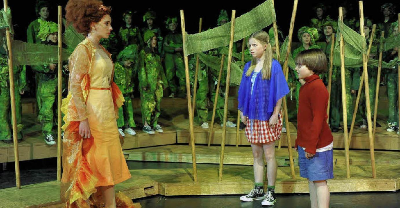 Die Feuerfee (links) mit Henrietta und... der Produktion ist morgen um 18 Uhr.   | Foto: Kolodziej