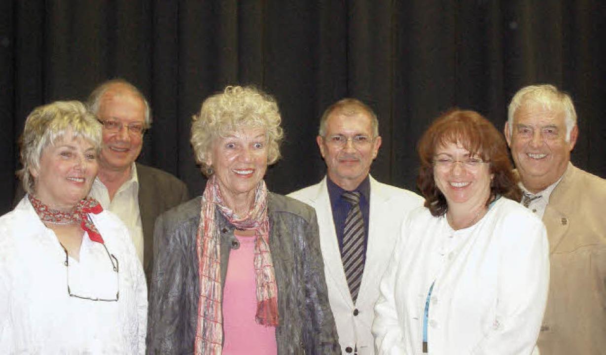 Der Vorstand  der Muettersprochgsellsc...nterhalter, Uschi Isele, Lothar Fleck   | Foto: Liane Schilling