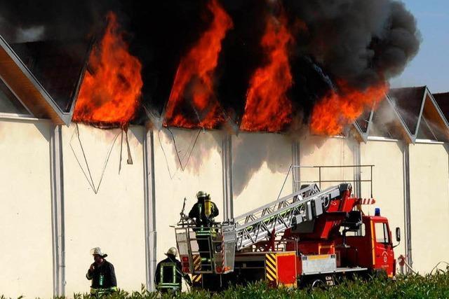 Baumwolllager der Spinnerei Brennet geht in Flammen auf