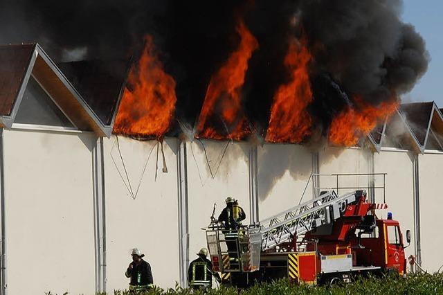 185 Einsatzkräfte kämpften gegen das Feuer