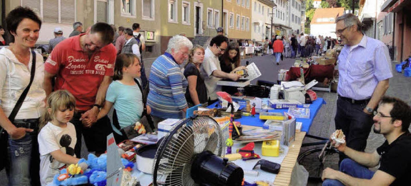 Ob Velobörse,  Nachtflohmarkt oder  Ab...In Zell ging es am Freitagabend rund.   | Foto: Hartenstein