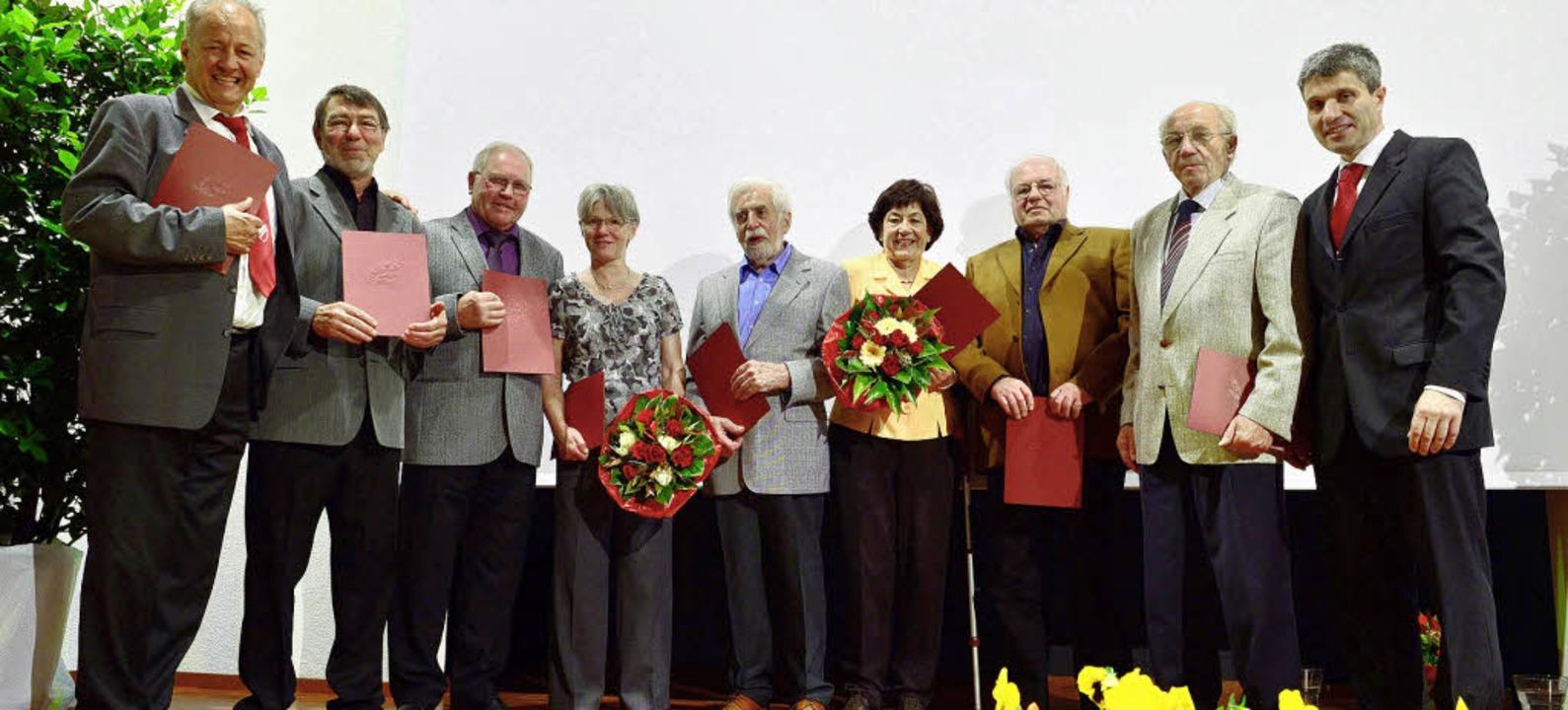 Bernhard Zimmermann (links) und Manfre...hts) ernannten  neue Ehrenmitglieder.   | Foto: Martin Sutter