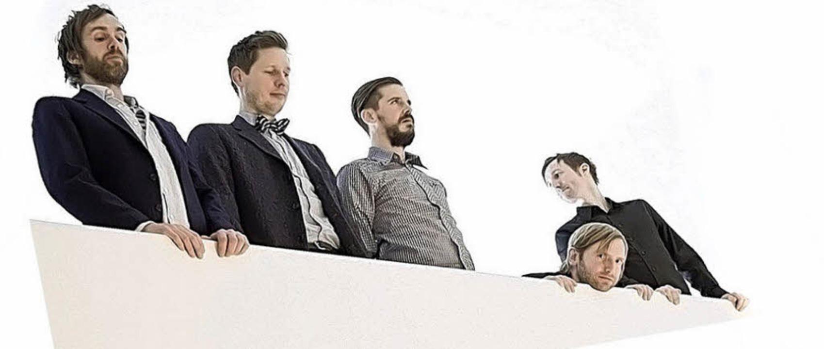 Was lauert da unten? Die Band The Horr...rror schaut – und sieht gut aus.  | Foto: pro