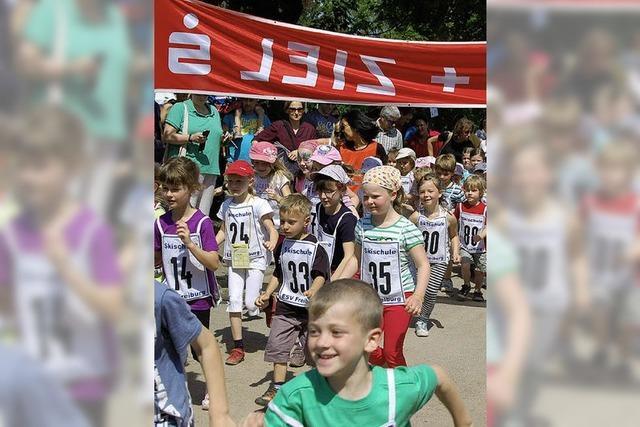 Kinder laufen für guten Zweck