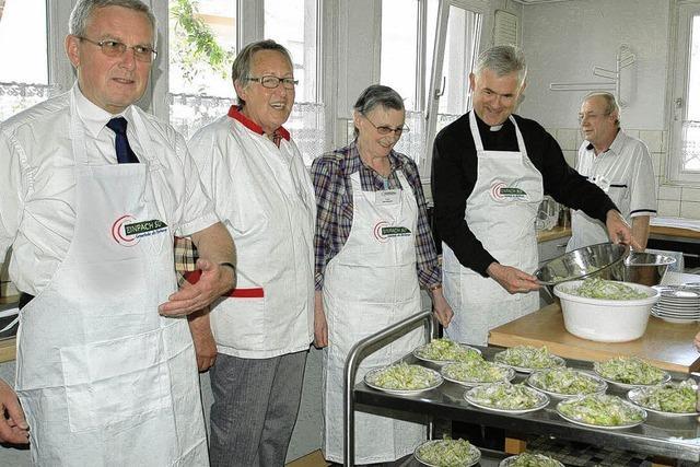 Bischöfe tauschen Talar gegen Schürze