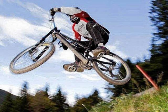 Downhill-Wettbewerb lockt tausende Radsport-Fans an