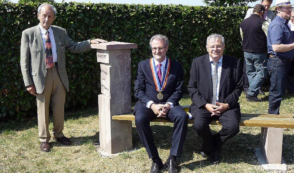 Nach der Enthüllung des Gedenksteins (...meisterstellvertreter Hanspeter Moll.   | Foto: privat
