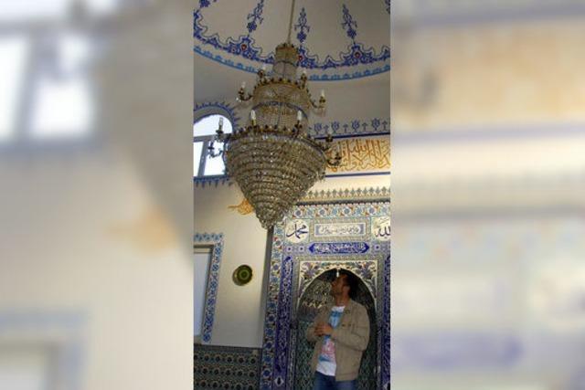 Offene Tür bei der Moschee