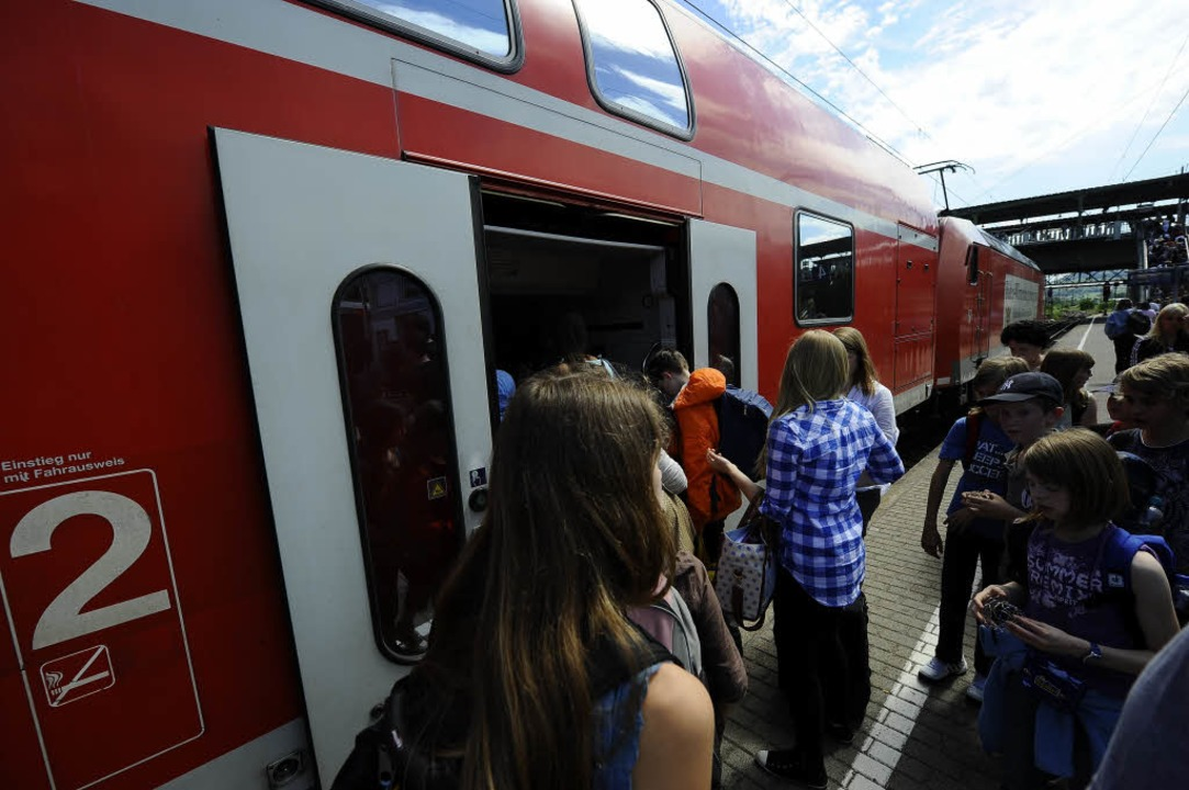 Mit Regionalexpressen fahren  in Freib...Fernreisende weiter in Richtung Basel.  | Foto: Ingo Schneider