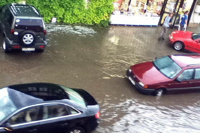 Straßen in der Vörstetter Ortsmitte unter Wasser
