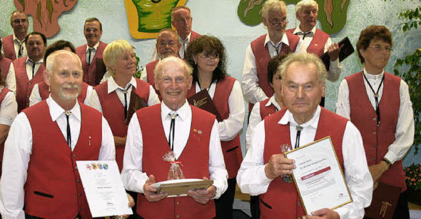 Verdiente Sänger wurden ausgezeichnet:...h Rowolt, Fridolin Stork (von links).   | Foto: Luisa Denz