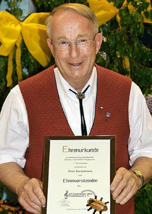 Peter Kunzelmann wurde im Rahmen des M...rafenhausen zum Ehrenvorstand ernannt.  | Foto: Luisa Denz