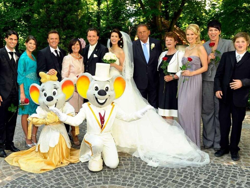 Michael und Miriam Mack mit Familien im Märchenwald des Europa-Park  | Foto: Europa-Park