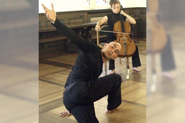 Tanz, Gesang, Klavier und ein Cello im Alten Schloss