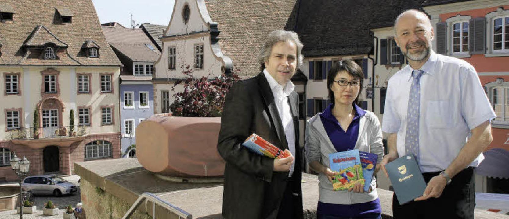 Freuen sich auf den 6. Endinger Bücher...d Bürgermeister Hans-Joachim Schwarz.   | Foto: Ilona Hüge