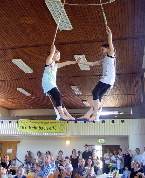 Die Zirkusgruppe begeisterte mit Trape...war  den Akteuren der Applaus sicher!   | Foto: Fabian Dörr