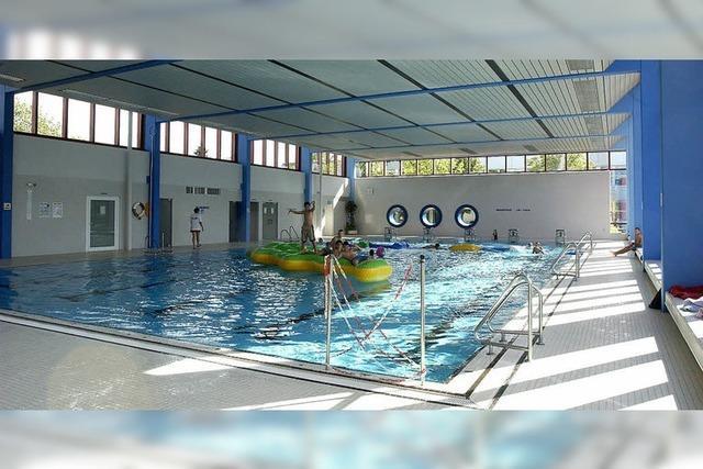Hallenbad-Sanierung: Wasser nagt am Blechdach