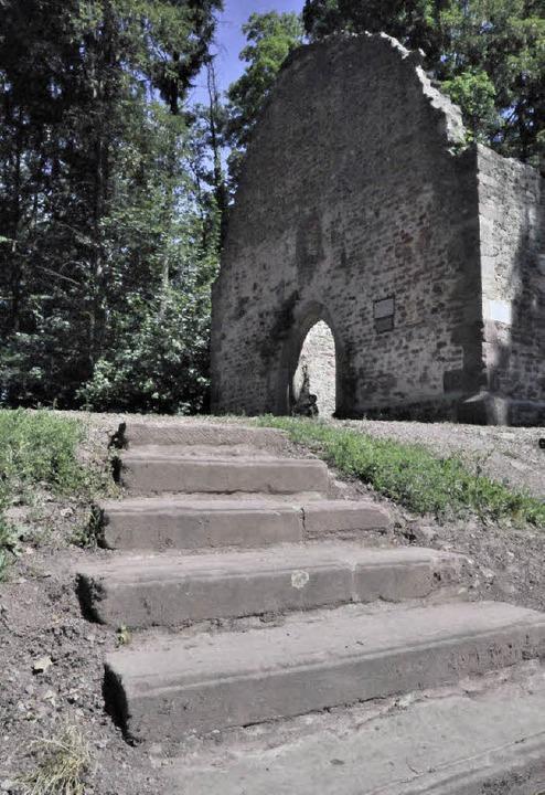 Für Archäologen Sünden der Vergangenhe...ogensteinen wurde eine Treppe angelegt    Foto: Markus Zimmermann