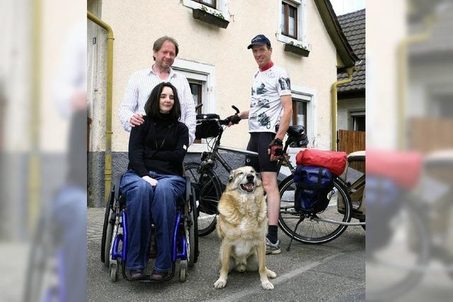 Radtour, um den Nachbarn zu helfen
