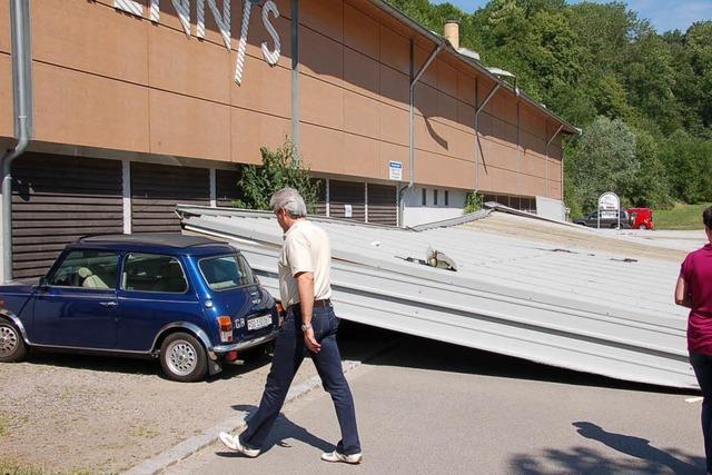 Bad Säckingen: Dach von Tennishalle kracht in die Tiefe