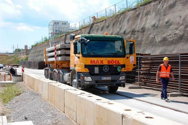 Lkw-Verkehr zur Baustelle