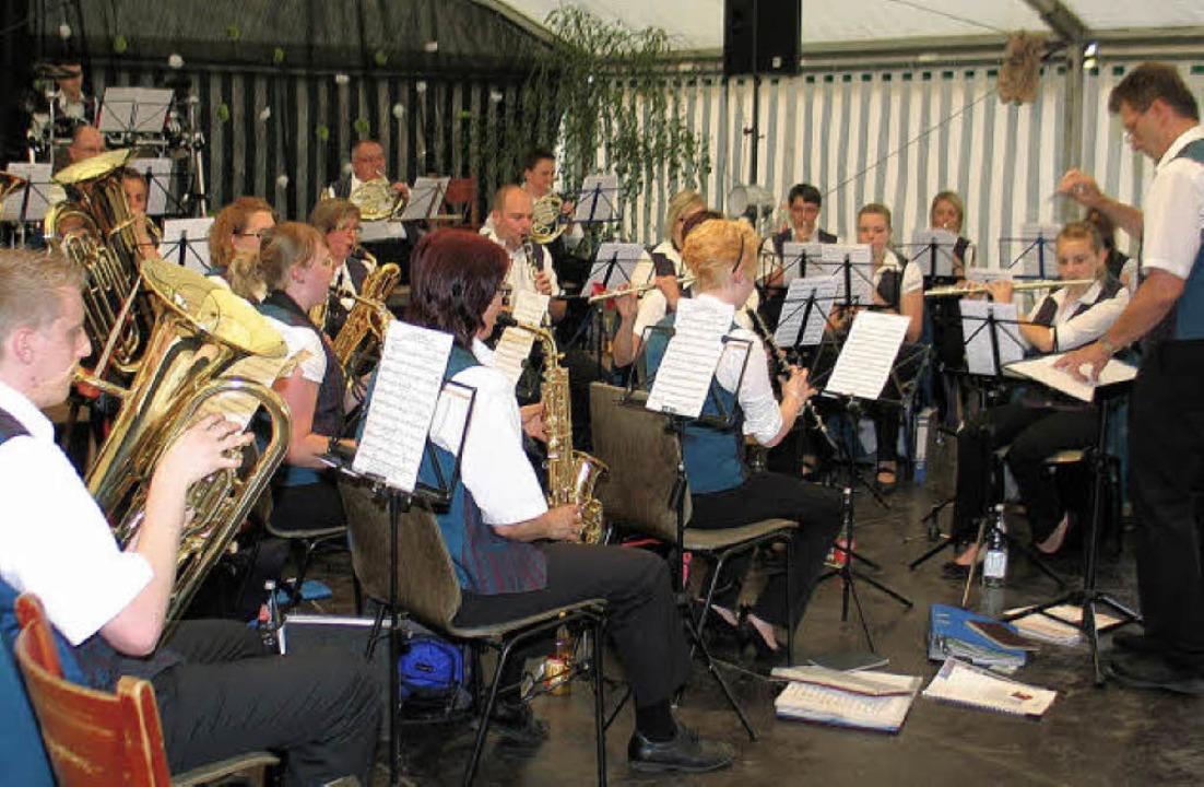Beim  unterhaltsamen Riegeler Musikfes...Musikverein aus Nimburg-Bottingen auf.  | Foto: Helmut Hassler
