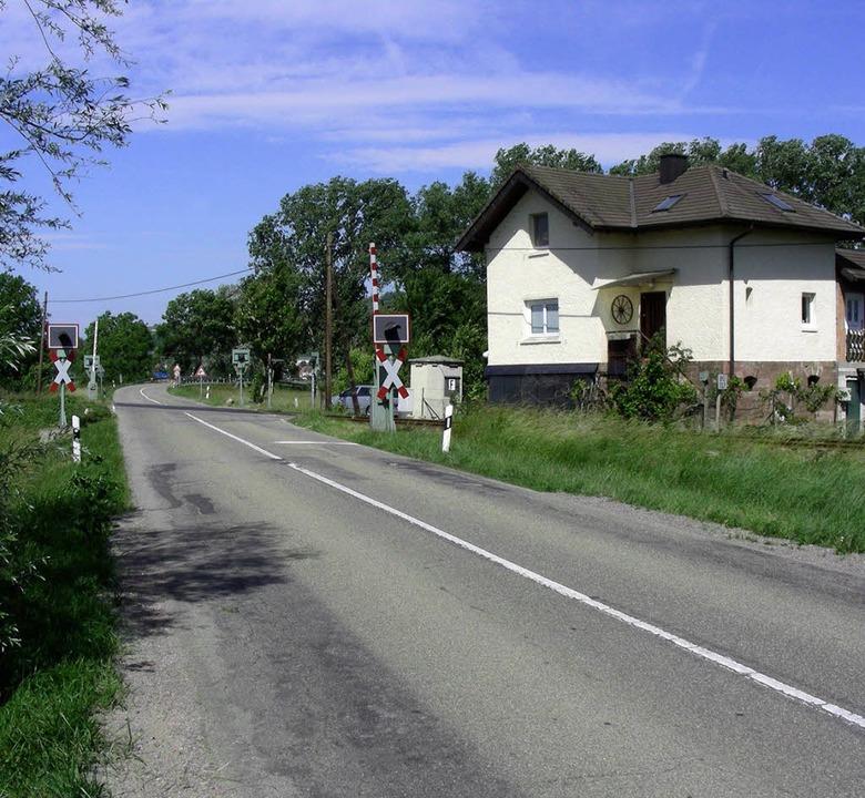 Ans Ende einer Sachgasse gerät das Bah...e B 31 nach Westen (links) abknicken.   | Foto: mario schöneberg