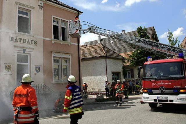 Feuerwehr übt an einem heiklen Objekt