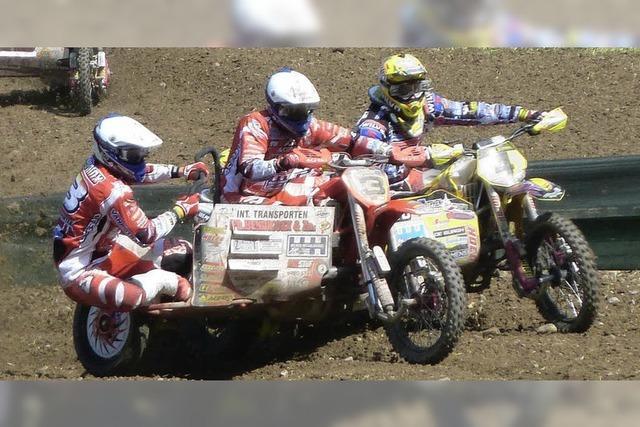 Motocross-Piloten auf Achse