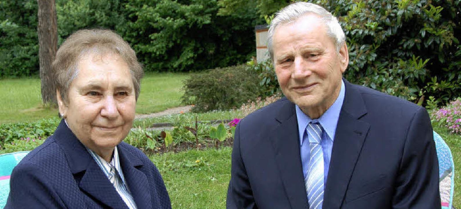 Seit 50 Jahren ein Ehepaar und ebenso ...rg tätig: Hilda und Walter Mutschler.   | Foto: Roland Vitt