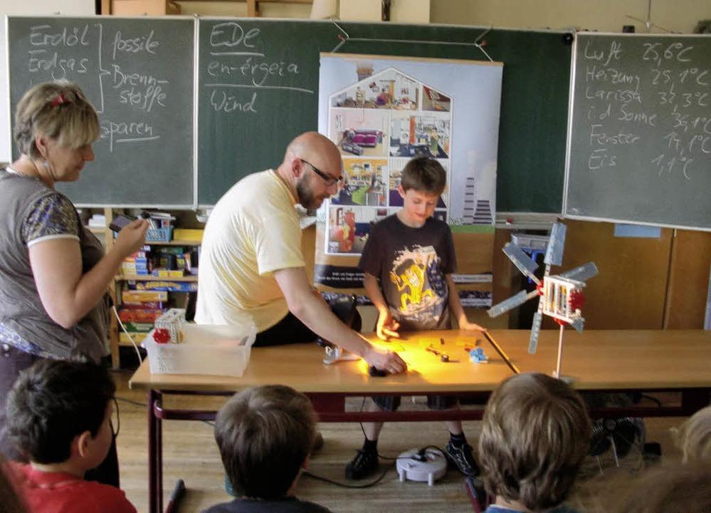 Die Viertklässler der Grundschule Sasb...unior-Energie-Detektiven ausgebildet.   | Foto: Christiane Franz